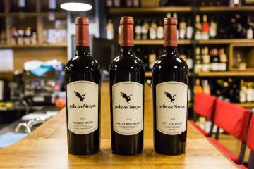 вина Pelican Negru