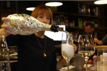 Tasting wines with magic bubbles