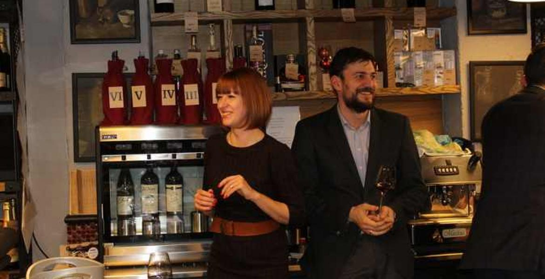 дегустация вин Feteasca Neagră в винотеке-баре